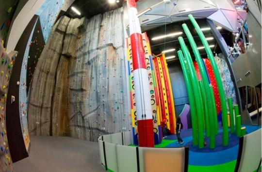 Dock39 abre un nuevo centro de ocio y escalada en for Gimnasio ballonti