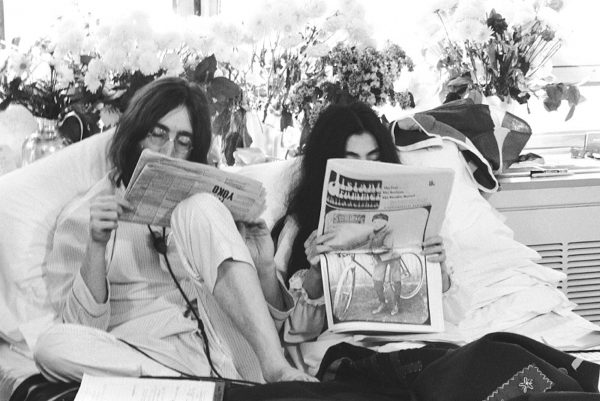 TO GO WITH STORY BY STEPHANIE PERTUISETThis undated photo received 20 May, 2004 shows John Lennon and his wife Yoko Ono at the Queen Elizabeth Hotel in Montreal, reading reviews of the bed in. During the turmoil of Vietnam war, honeymooners John and Yoko spent one week in a bed at the Queen Elizabeth to promote peace. Thirty-five years later, From 26 May - 02 June, the Queen Elizabeth Hotel is hosting an exhibit of photos by photographer Gerry Deiter, who documented their stay, to commemorate the historic impact of the bed-in. AFP PHOTO/HO/Gerry Deiter/www.elliottlouis.com/Courtesy of Queen Elizabeth hotel.
