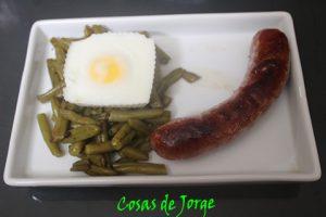 longaniza-con-judias-verdes-y-huevo