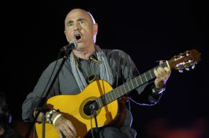 Catalan singer Lluis Llach performs during the closing meeting of the Catalan pro-independence groups and political parties that campaign for 'Yes' in the upcoming October 1 referendum on self-determination in Catalonia, in Barcelona on September 29, 2017. With two days left until an independence referendum in Catalonia opposed by Madrid, Catalan leaders say they have over 2,000 polling stations ready despite a crackdown on their preparations for the vote. / AFP PHOTO / LLUIS GENE