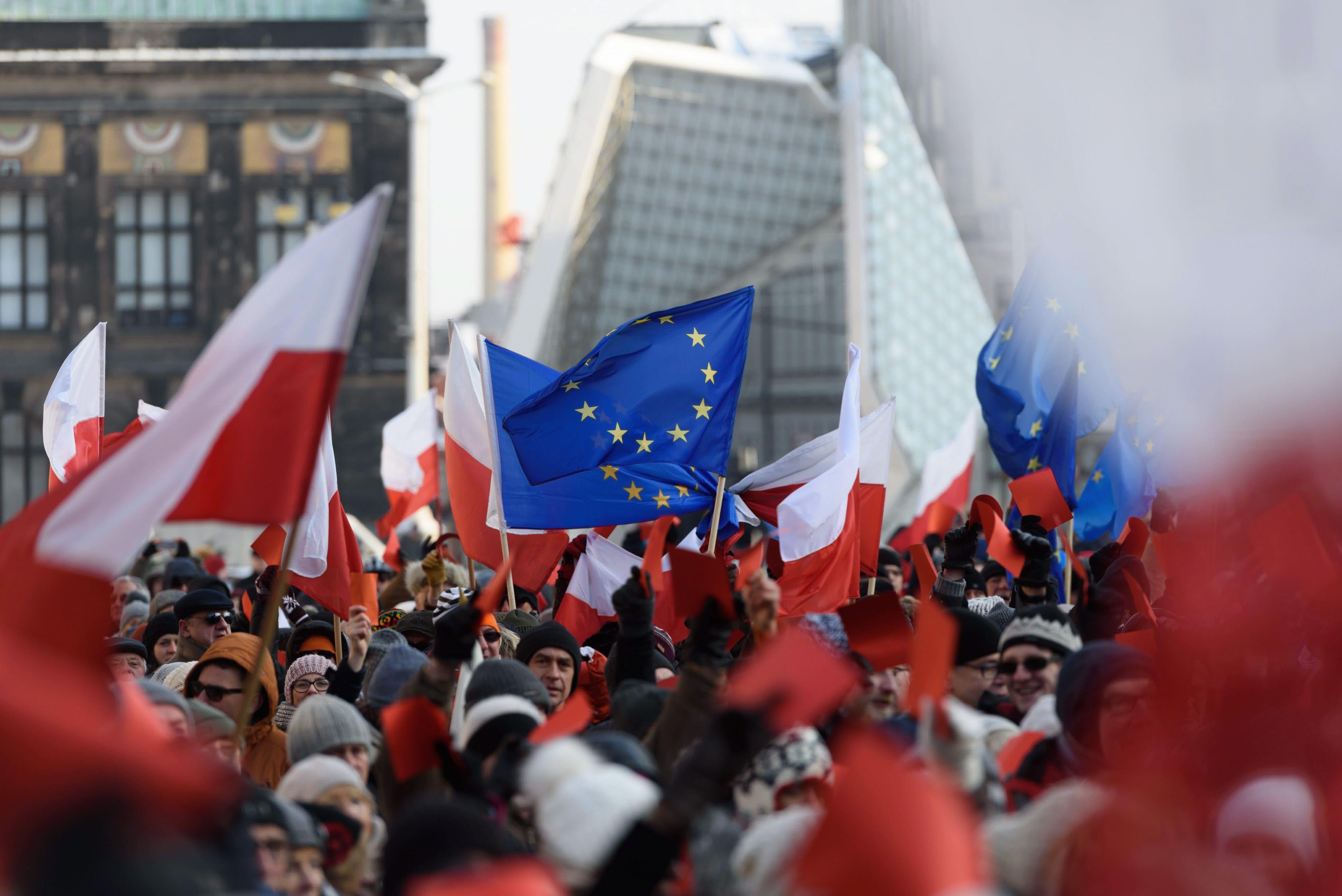 Manifestación en la ciudad de Poznan a favor de la democracia, el pasado nueve de enero. EFE